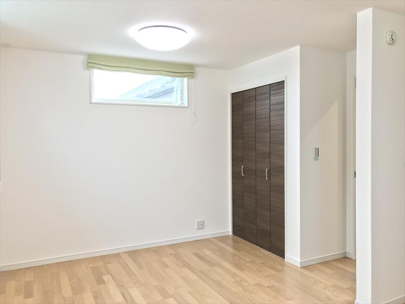 3階洋室B&C。写真と同じサイズの収納が反対側にもあるので、2部屋にした場合でも収納に困りません。