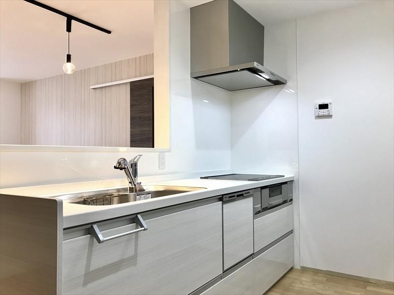 2階のキッチンはPanasonic製。引き出しタイプの扉ですので、収納力も「半端ない」です。