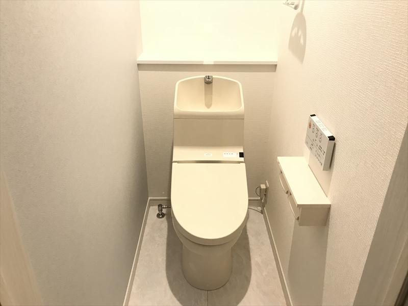 2階トイレ。1階と同じTOTO製です。