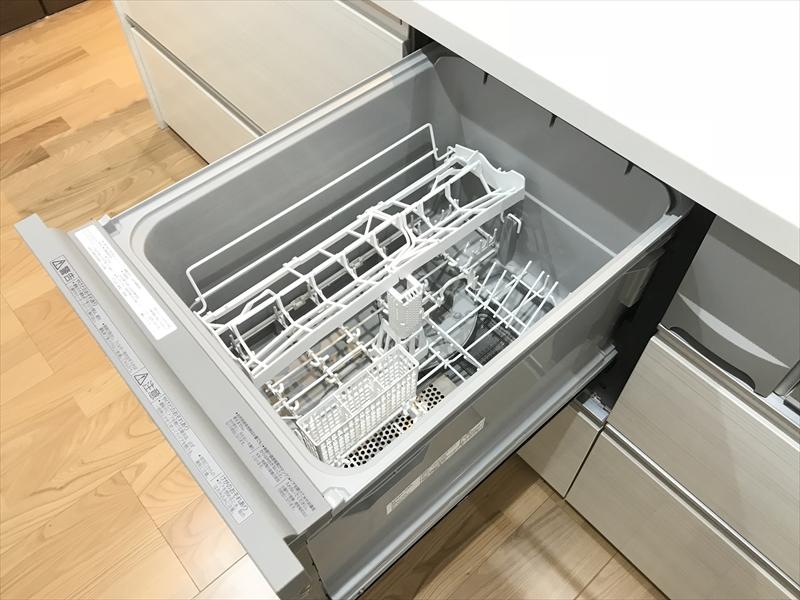 家事時間を大幅に短縮する食器洗い乾燥機も付いてます。奥様(ご主人様?)大喜び(^_^)v