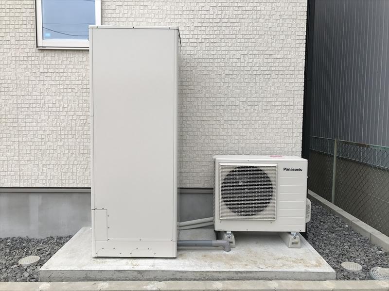 オール電化住宅の要、エコキュート。最近のエコキュートは優秀ですので追い炊きも問題ありません。Panasonic製。断水時には非常用水に利用出来ます!!