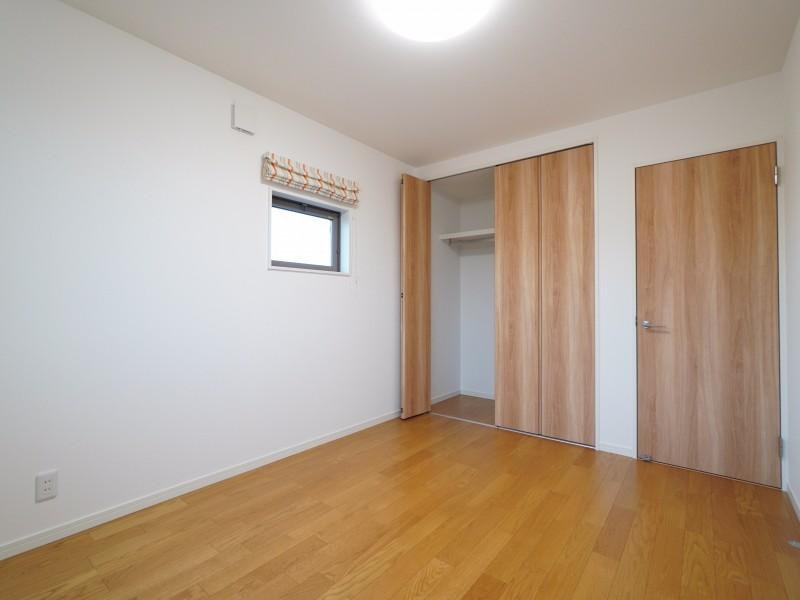 2階洋室Bのクローゼット。洋室Aと以下同文です。