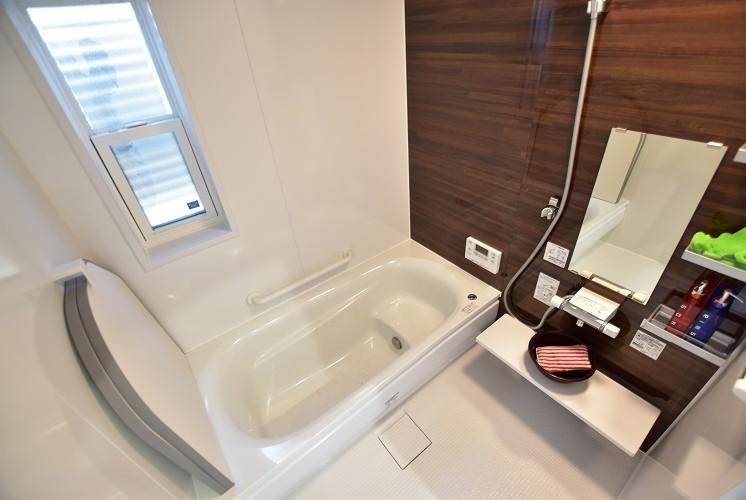 大石町Ⅱ⑦号地浴室