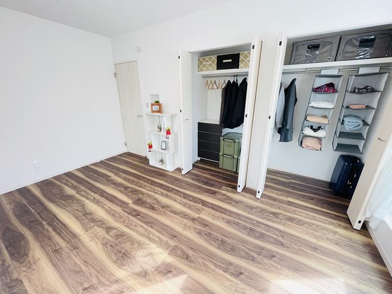 主寝室:収納スペース
