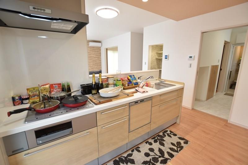 3号地:対面式キッチンは食器洗い乾燥機付きです。