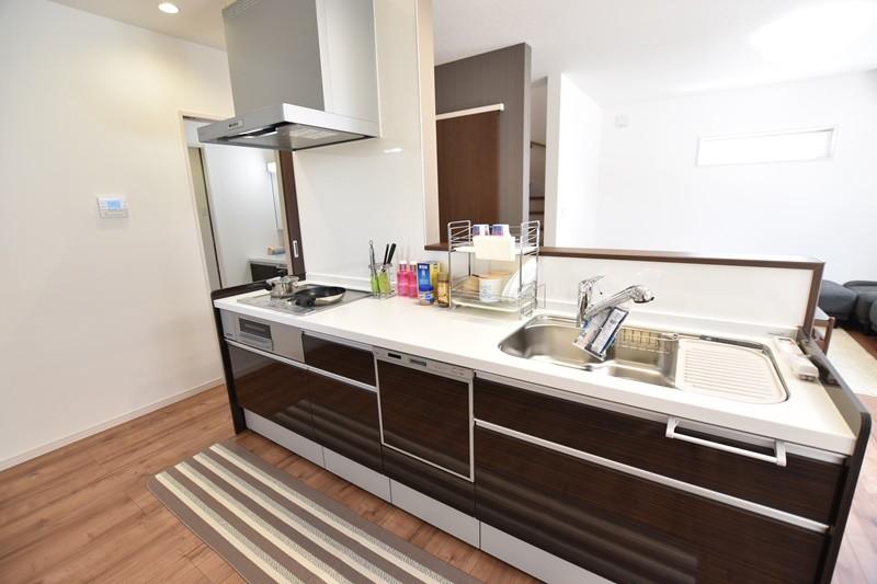 5号地:キッチンは食器洗い乾燥機付きです。