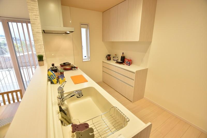 トレステージ白水ヶ丘2丁目1号地モデルハウス:キッチン