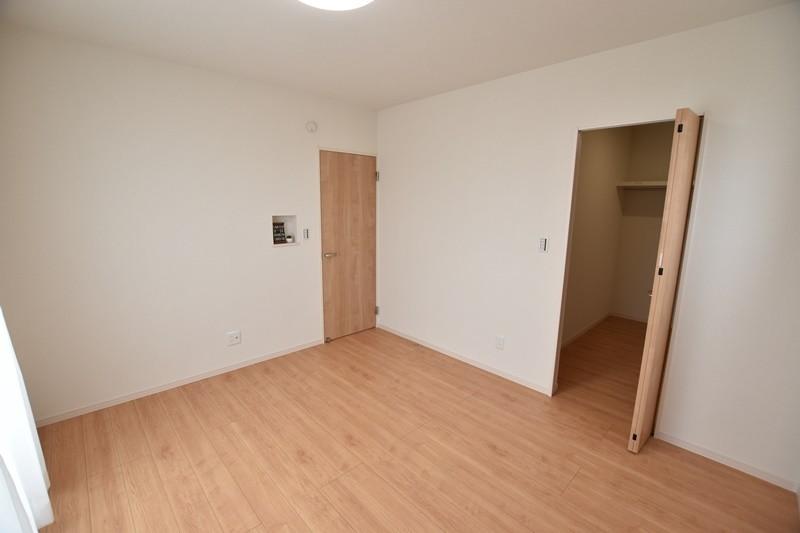 3号地:2階の主寝室は7帖の広さがあります。
