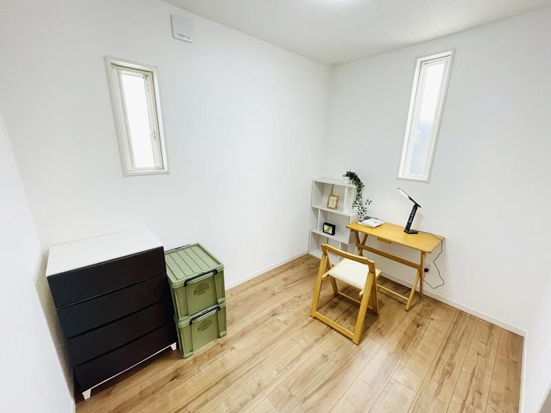 5号地モデルハウス:4.02帖の洋室は書斎・テレワーク用のお部屋としても使えます!