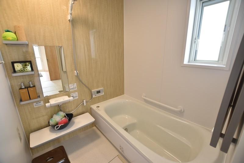 3号地:浴室は膝をついても痛くないほっカラリ床を採用しました。