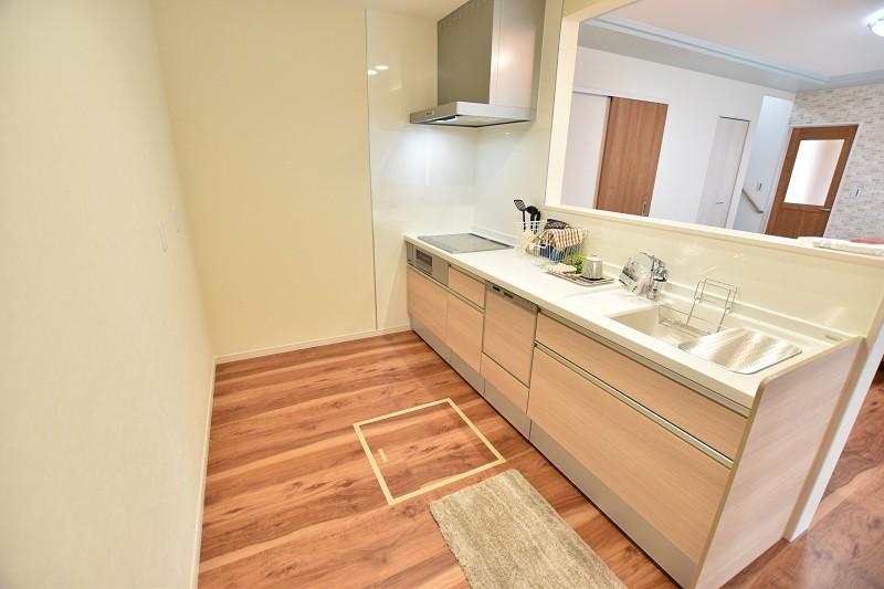 キッチン  LDK+洋室をすべて見渡せるキッチン