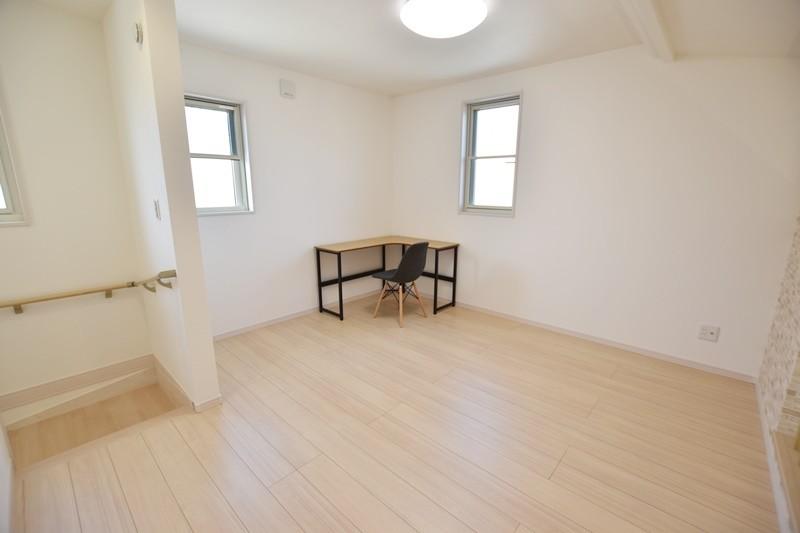 4号地:2階に6帖の多目的スペースがあります。勉強や書斎・第2のリビングルームとしても利用できます。