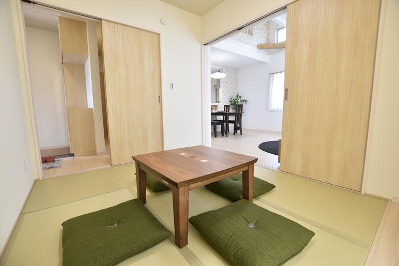 4号地:玄関・リビングの2か所から出入りできる和室。普段の憩いの場や急な来客対応の場に最適です。