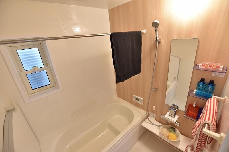 浴室  1坪タイプの浴室は洗い場、浴槽ともにゆったり出来るスペース
