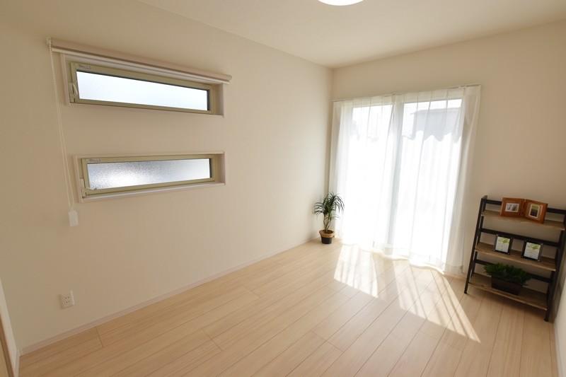 4号地:1階に洋室を設けています。1階だけでのコンパクトな暮らしが可能です。