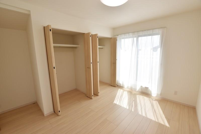 4号地:2階の洋室はクローゼットを2つ設けています。