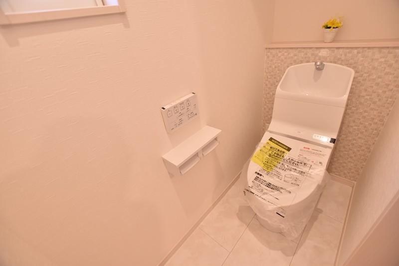 4号地:汚れにくく、落ちやすい。TOTOのウォシュレット付きトイレです。