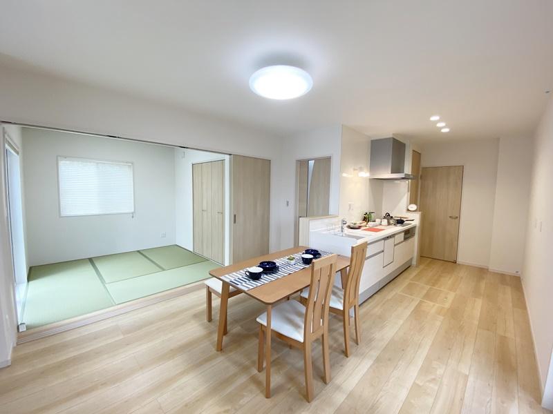 鳥栖若葉小前Ⅱ③:キッチン・ダイニング・和室