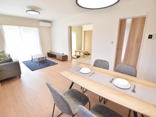 佐賀県鳥栖市 新築一戸建て 2号地モデルハウス:家族が集まる明るいLDK