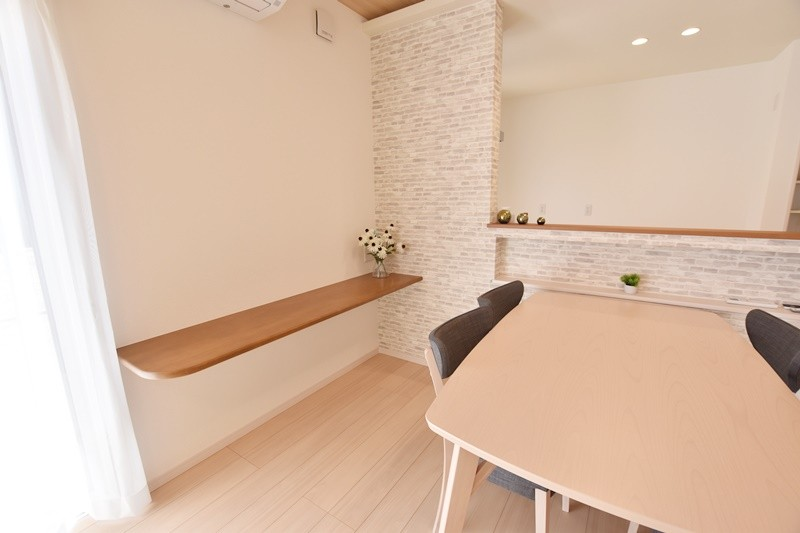 朝倉郡筑前町 新築一戸建て 6号地モデルハウス:ダイニング横のカウンタースペースでお子様の勉強やパソコンコーナー等いかがでしょうか♪