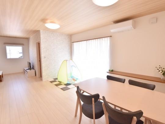 朝倉郡筑前町 新築一戸建て 6号地モデルハウス:日当たり良好なLDK。約21帖の広々空間♪