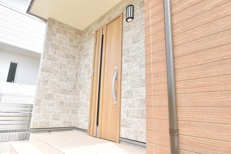 トレステージ広川中南Ⅱ 1号地モデルハウス:玄関(外)
