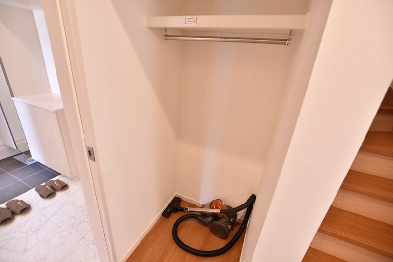 2号地:階段横収納