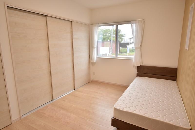 朝倉郡筑前町 新築一戸建て 4号地モデルハウス:1階に6帖の洋室があります。