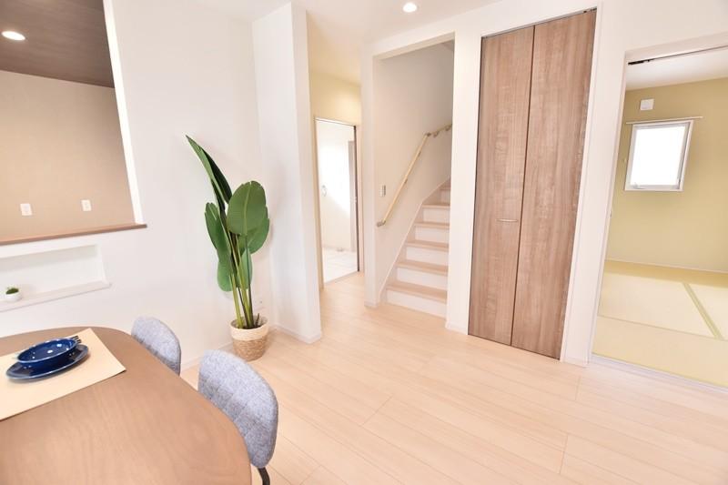 久留米市上津町 新築一戸建て 3号地モデルハウス:リビング階段を採用!「いってきます」「いってらっしゃい」が言えて聞こえる住まいです。