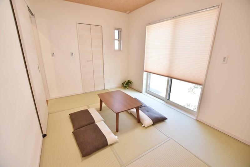 久留米市上津町 新築一戸建て 2号地モデルハウス:LDKを通らず玄関から直接行ける和室は来客時に便利です。