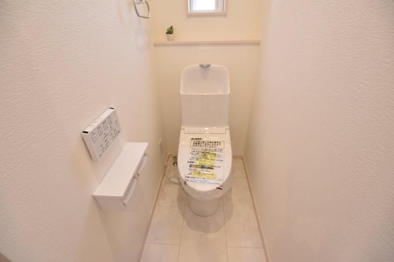 5号地:汚れにくく、落ちやすい。TOTOのウォシュレット付きトイレです。