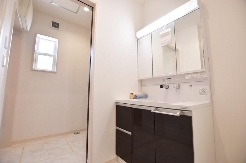 5号地:洗面室・脱衣室が分かれているのでそれぞれが使いやすいですね。