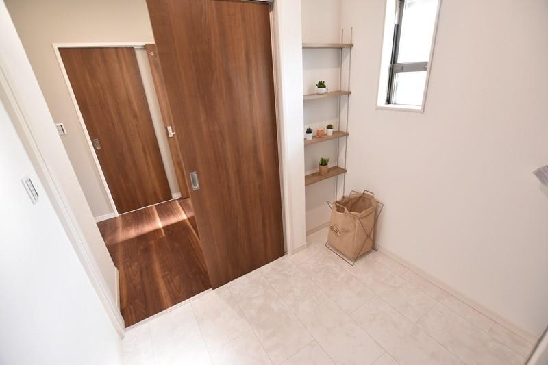 洗面室を分けることで脱衣・洗濯室がより使いやすくなります。