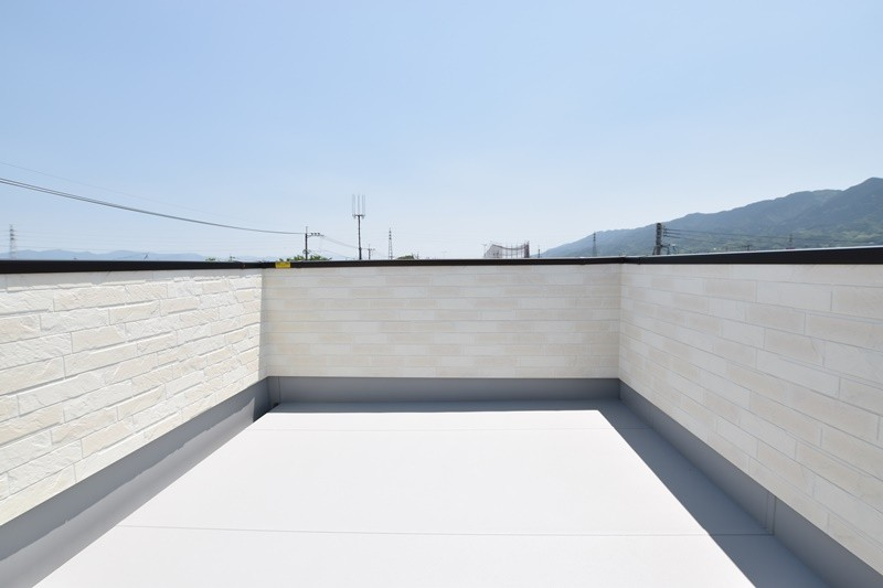 トレステージ善導寺小南7号地モデルハウス:屋上バルコニー