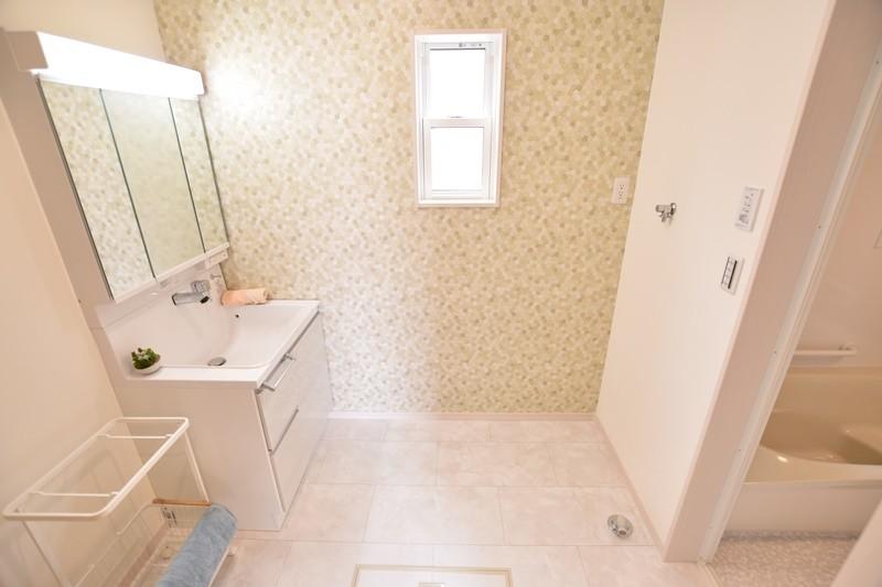 トレステージ善導寺小南7号地モデルハウス:洗面脱衣室