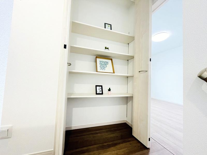 2号地モデルハウス:2階廊下に収納スペース!