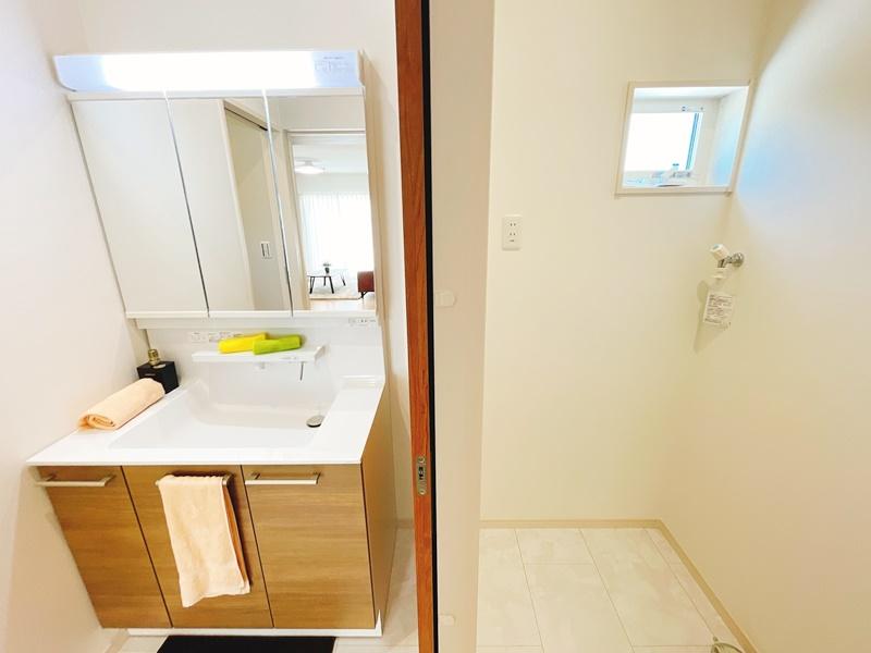 洗面室と脱衣室は分離タイプ