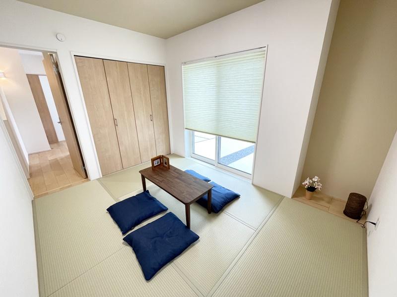 2号地:玄関からLDKを通らず和室へ移動できます。客間に最適です。