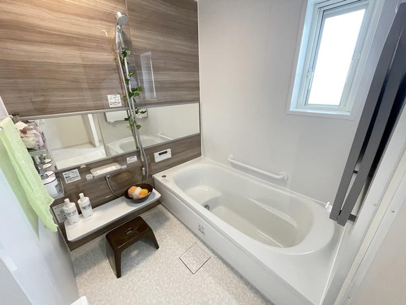 浴室はTOTOのほっカラリ床を採用!