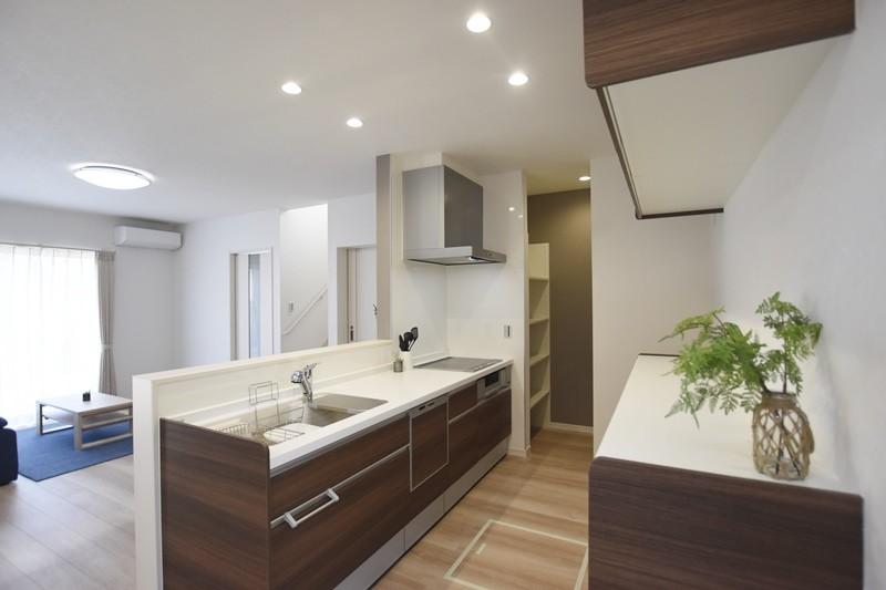 熊本市東区戸島西7丁目 新築一戸建て 5号地モデルハウス・収納たっぷりの対面式キッチン
