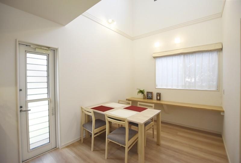 熊本市東区戸島西7丁目 新築一戸建て 5号地モデルハウス・ダイニング奥には勉強スペースにピッタリなカウンター付き
