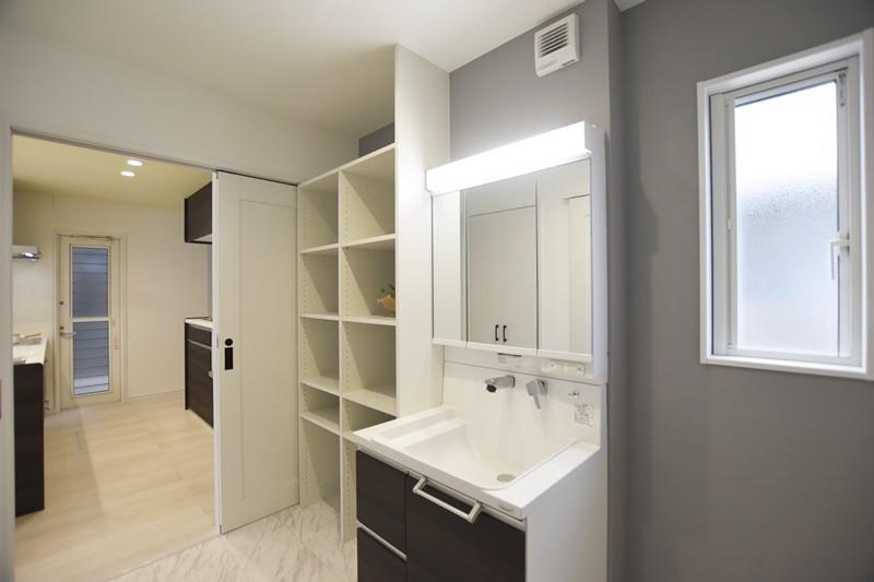 熊本市東区戸島西7丁目 新築一戸建て 7号地モデルハウス・可動棚付きの洗面脱衣室