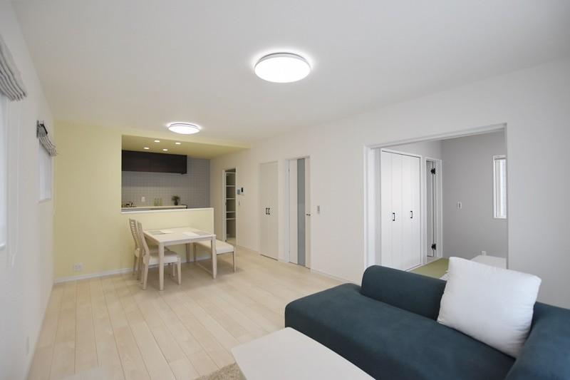 熊本市東区戸島西7丁目 新築一戸建て 7号地モデルハウス・白を基調としたLDK