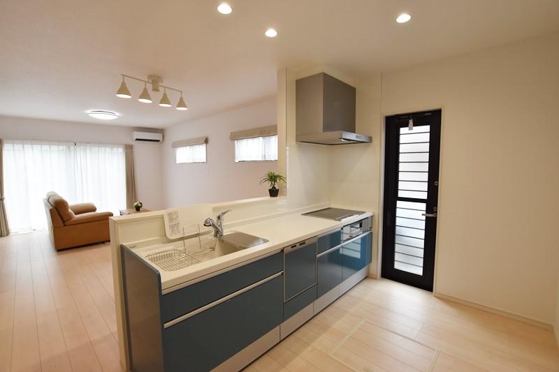熊本市北区楡木4丁目 新築一戸建て 2号地モデルハウス・会話の弾む対面式キッチン