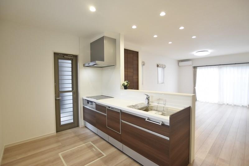 熊本市北区楡木4丁目 新築一戸建て 1号地モデルハウス・会話の弾む対面式キッチン