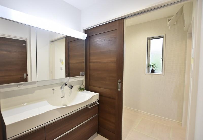 熊本市北区楡木4丁目 新築一戸建て 1号地モデルハウス・洗面化粧台と脱衣室