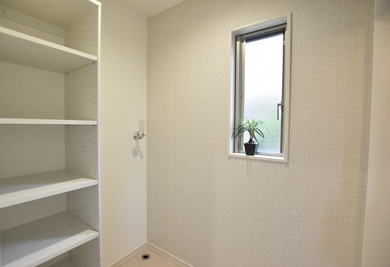 熊本市北区楡木4丁目 新築一戸建て 1号地モデルハウス・可動棚付きの脱衣室