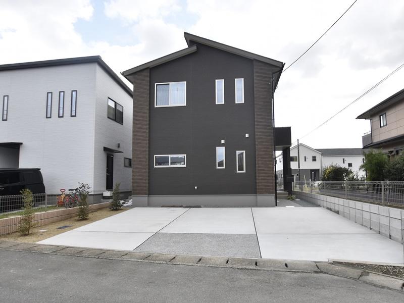 熊本市北区楡木4丁目 新築一戸建て 1号地モデルハウス・並列駐車できる駐車スペース