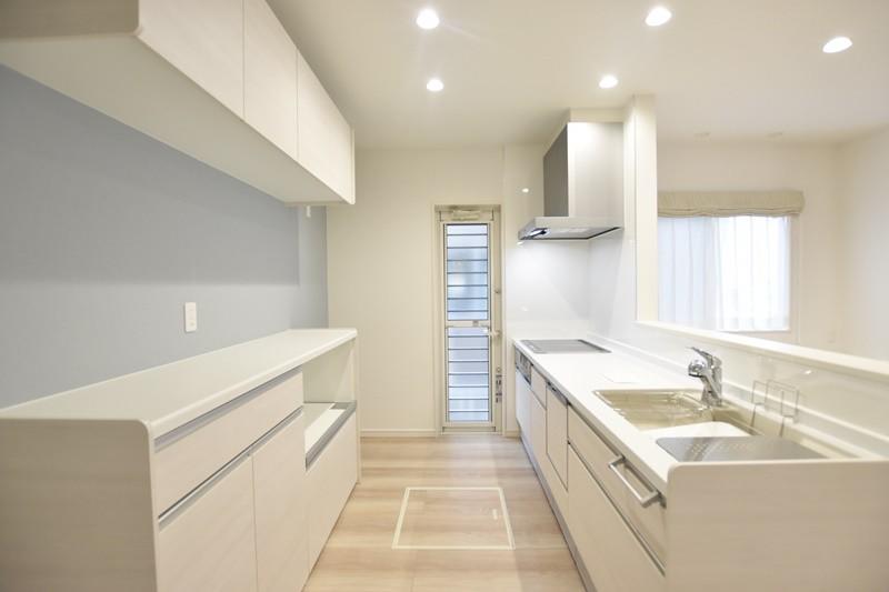 熊本市東区上南部2丁目 新築一戸建て 2号地モデルハウス・カップボード付きのキッチン