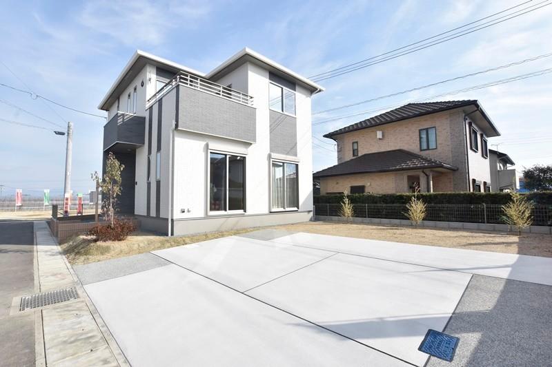 熊本市北区梶尾町 新築一戸建て 7号地モデルハウス・ゆったりとした駐車スペース